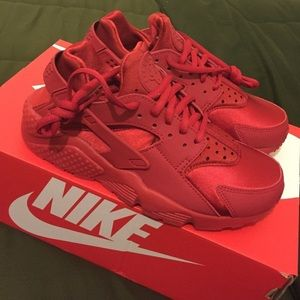 Nike Shoes - All Red Nike Huaraches